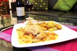 Кролик в белом вине с картофелем по-деревенски