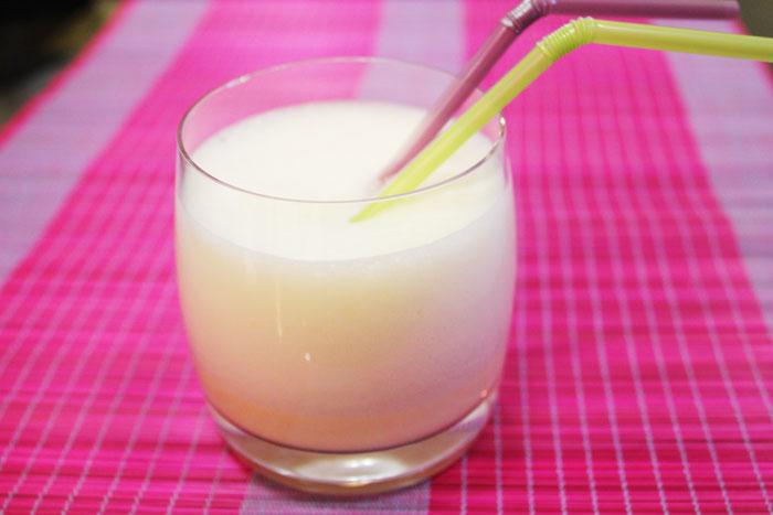Яичный коктейль или гоголь-моголь.