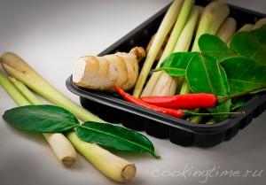 Лемонграсс, листья каффира и корень галанга