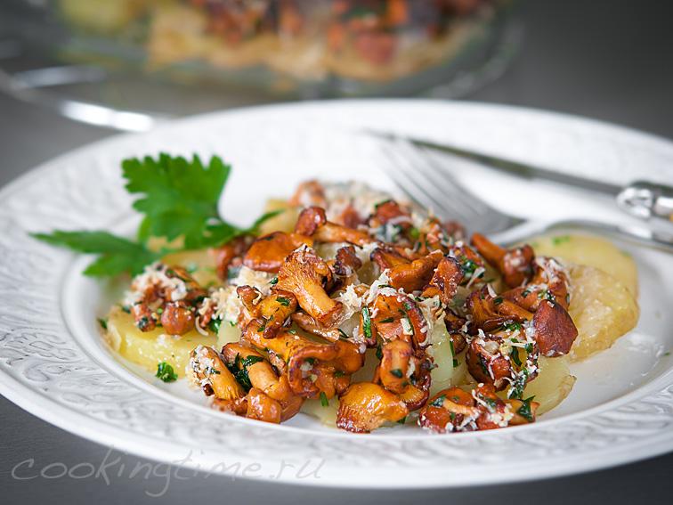 Лисички с молодым картофелем и Пармезаном