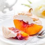 Персики с меренгой