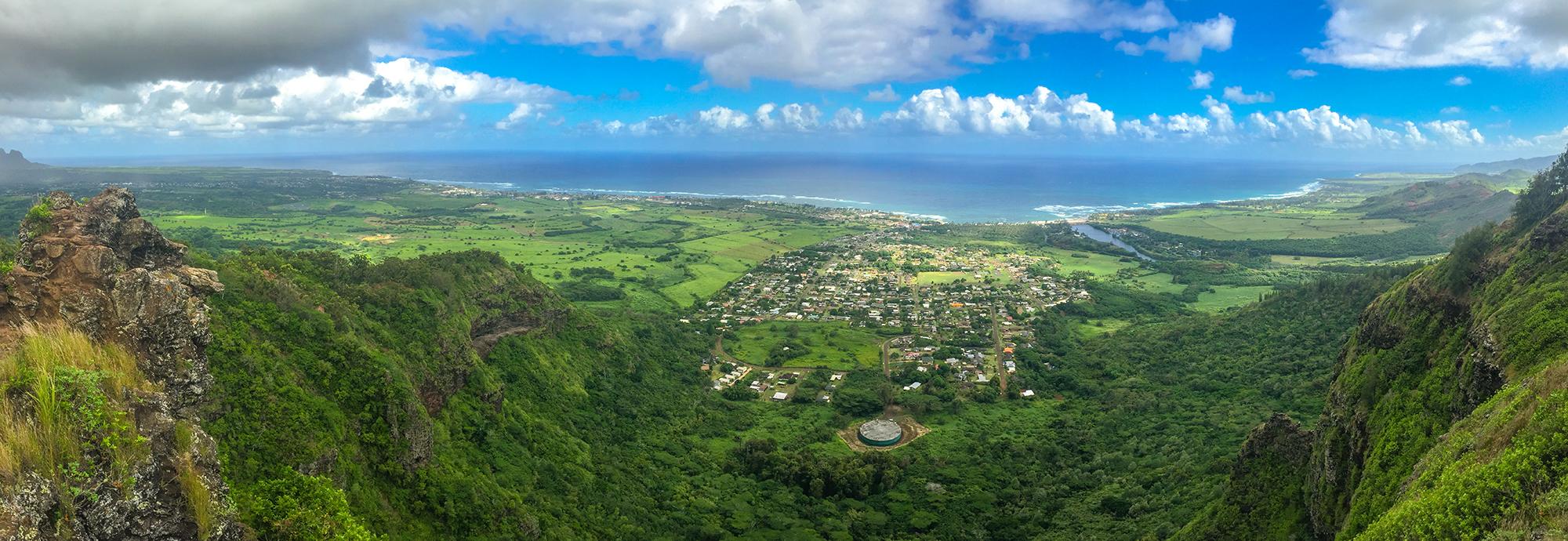 Вид на остров Кауаи с вершины Спящего Гиганта (фото кликабельно)