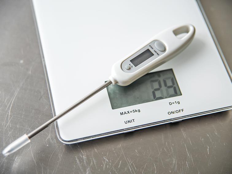 Весы и термометр - важные инструменты для идеального результата!
