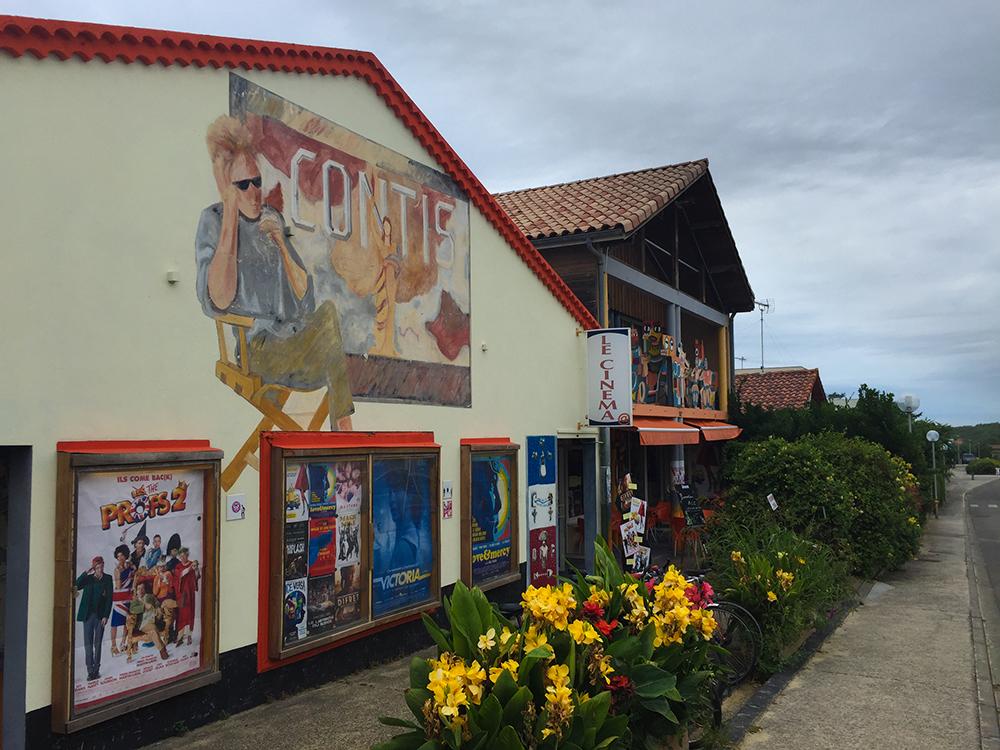 Старый кинотеатр в Конти