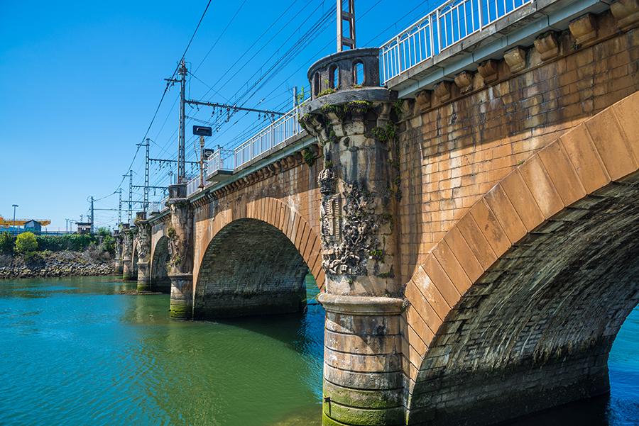 Старый каменный мост в Андай