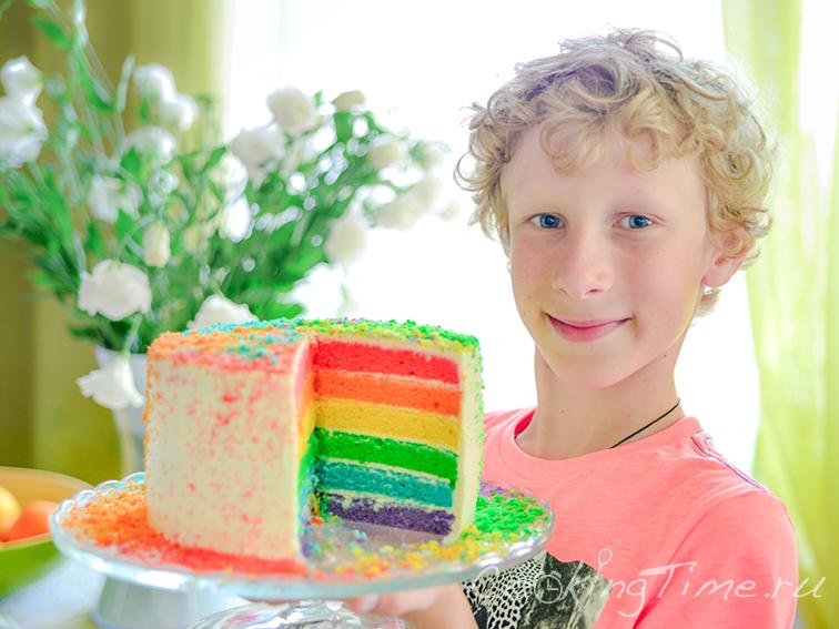Георгий со своим деньрожденным тортом :)